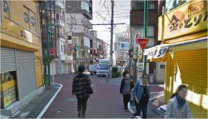 ⑤商店街の先に分岐点がありますが、直進してください。