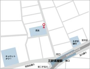 東急田園都市線三軒茶屋駅北口側の小田急バス乗り場(上図、西友前の赤いバス停)より「北沢タウンホール」行きのバスに乗ります。8分程度で「代沢小学校」停留所に着きますので、下車してください。 ※運賃:220円(前払い)